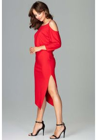 Czerwona sukienka asymetryczna Katrus z asymetrycznym kołnierzem