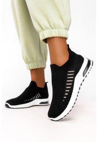 Casu - Czarne buty sportowe slip on casu 7044-1. Zapięcie: bez zapięcia. Kolor: czarny. Styl: sportowy