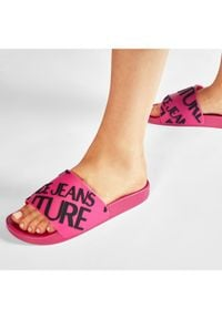 Versace Jeans Couture Klapki E0VWASQ1 Różowy. Kolor: różowy