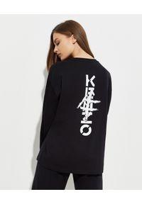 Kenzo - KENZO - Czarna koszulka z grafiką na plecach. Typ kołnierza: dekolt na plecach. Kolor: czarny. Materiał: bawełna. Długość rękawa: długi rękaw. Długość: długie. Wzór: nadruk