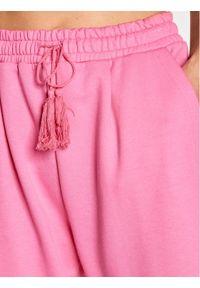 Różowe spodnie dresowe Imperial