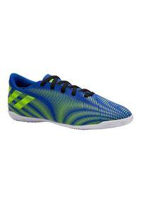 Buty halowe do piłki nożnej dla dzieci Adidas NEMEZIZ. Kolor: niebieski, żółty, wielokolorowy. Materiał: mikrofibra, kauczuk, syntetyk. Wzór: gładki
