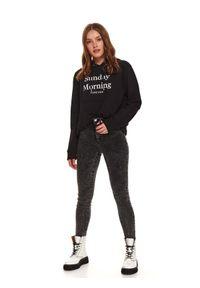 TOP SECRET - Spodnie jeansowe high waist. Stan: podwyższony. Kolor: szary. Materiał: jeans. Sezon: jesień. Styl: sportowy