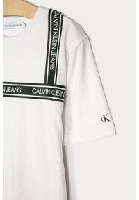 Biały t-shirt Calvin Klein Jeans casualowy, na co dzień, z aplikacjami
