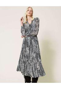 TwinSet - TWINSET - Sukienka maxi w zwierzęcy print. Kolor: czarny. Długość rękawa: długi rękaw. Wzór: motyw zwierzęcy, nadruk. Typ sukienki: asymetryczne. Długość: maxi