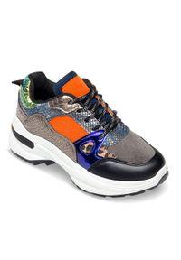 Szare buty sportowe N/M w kolorowe wzory