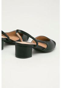 Answear Lab - Czółenka Buonarotti. Nosek buta: okrągły. Kolor: czarny. Obcas: na obcasie. Styl: wakacyjny. Wysokość obcasa: średni