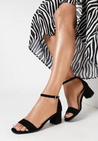 Born2be - Czarne Sandały Salophis. Okazja: na wesele, na ślub cywilny. Nosek buta: otwarty. Zapięcie: pasek. Kolor: czarny. Obcas: na obcasie. Wysokość obcasa: średni