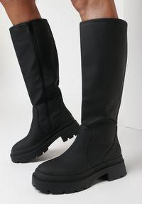 Born2be - Czarne Kozaki Nikatea. Wysokość cholewki: przed kolano. Zapięcie: zamek. Kolor: czarny. Materiał: materiał. Szerokość cholewki: normalna. Wzór: aplikacja. Styl: klasyczny