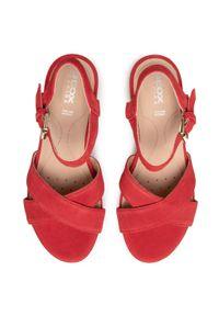Czerwone sandały Geox na średnim obcasie, na obcasie