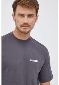 Calvin Klein Jeans - T-shirt bawełniany. Okazja: na co dzień. Kolor: szary. Materiał: bawełna. Wzór: gładki. Styl: casual