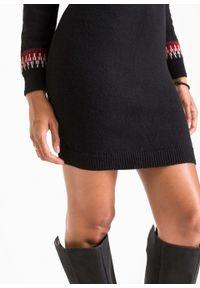 Sukienka dzianinowa w kolorowy wzór bonprix czarno-ciemnoczerwony w norweski wzór. Kolor: czarny. Materiał: dzianina. Wzór: kolorowy