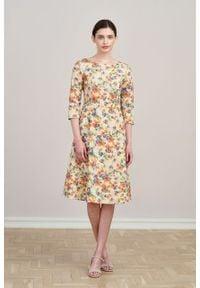 Marie Zélie - Sukienka Asteria Alia brzoskwiniowa. Kolor: pomarańczowy. Materiał: materiał, bawełna, elastan. Wzór: gładki. Typ sukienki: trapezowe. Styl: klasyczny