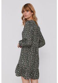 Pepe Jeans - Sukienka Emily. Materiał: tkanina. Długość rękawa: długi rękaw. Typ sukienki: rozkloszowane