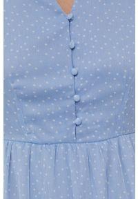 Vero Moda - Sukienka. Kolor: niebieski. Materiał: tkanina, poliester. Długość rękawa: krótki rękaw. Typ sukienki: rozkloszowane