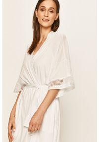 Biały szlafrok DKNY