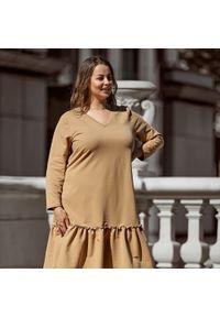 Beżowa sukienka dla puszystych Moda Size Plus Iwanek na jesień, z krótkim rękawem