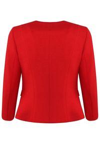 CATERINA - Czerwony żakiet z dekoracyjnymi guzikami. Okazja: do pracy. Kolor: czerwony. Materiał: tkanina, materiał. Styl: elegancki #5