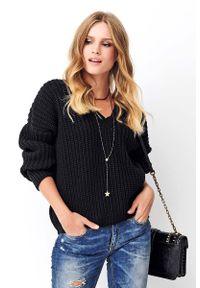 Czarny sweter oversize Makadamia klasyczny, z klasycznym kołnierzykiem