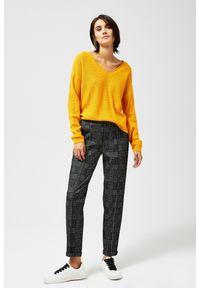 MOODO - Spodnie na kant w kratę. Materiał: poliester, wiskoza, elastan, guma. Długość: długie. Wzór: kratka
