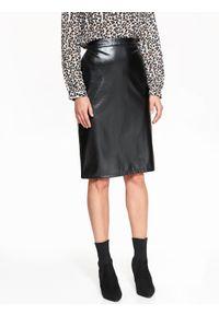 TOP SECRET - Ołówkawa spódnica ze skóry ekologicznej, w czarnym kolorze. Kolor: czarny. Materiał: skóra ekologiczna. Długość: długie. Sezon: jesień, zima. Styl: elegancki