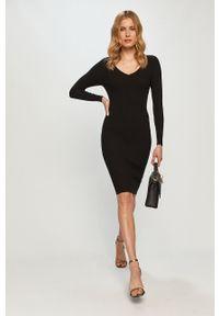 Czarna sukienka Silvian Heach prosta, na co dzień, klasyczna