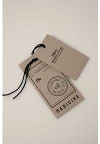 medicine - Medicine - T-shirt by Maria Regucka, Grafika Polska. Kolor: czarny. Materiał: bawełna, dzianina, włókno. Wzór: nadruk