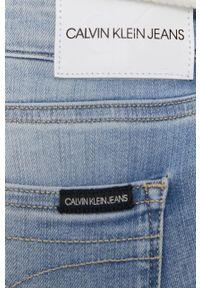 Calvin Klein Jeans - Jeansy CKJ 011. Kolor: niebieski
