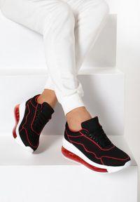 Czarne sneakersy Born2be