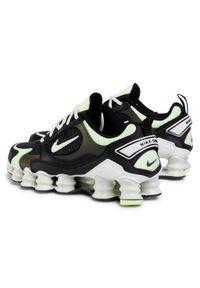 Buty sportowe Nike na płaskiej podeszwie, z cholewką