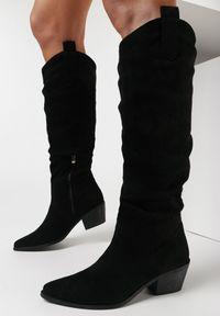 Born2be - Czarne Kozaki Ialane. Nosek buta: szpiczasty. Zapięcie: zamek. Kolor: czarny. Szerokość cholewki: normalna. Wysokość cholewki: przed kolano. Materiał: jeans, skóra. Obcas: na obcasie. Styl: boho. Wysokość obcasa: średni