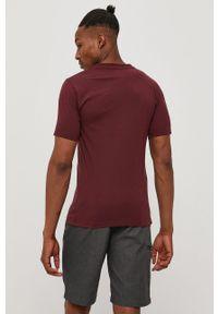 Brązowy t-shirt New Balance na co dzień, z nadrukiem, casualowy