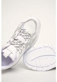 Białe buty sportowe Guess Jeans z cholewką, na sznurówki