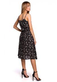 MOE - Sukienka na cienkich ramiączkach w kwiaty. Materiał: materiał, guma. Długość rękawa: na ramiączkach. Wzór: kwiaty. Sezon: lato. Typ sukienki: w kształcie A
