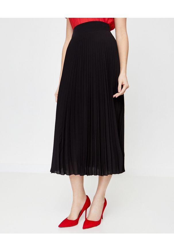 LA MANIA - Plisowana spódnica Lang w kolorze czarnym. Kolor: czarny. Materiał: materiał. Sezon: jesień. Styl: klasyczny