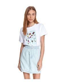TOP SECRET - T-shirt damski z nadrukiem w kwiaty. Kolor: biały. Materiał: tkanina, bawełna. Długość rękawa: krótki rękaw. Długość: krótkie. Wzór: nadruk, kwiaty. Sezon: lato