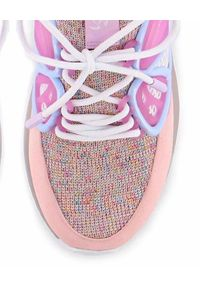 SOPHIA WEBSTER - Różowe sneakersy Fly-By. Kolor: fioletowy, różowy, wielokolorowy. Materiał: tkanina, guma. Wzór: aplikacja