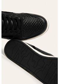 Czarne sneakersy DKNY z cholewką, z okrągłym noskiem, na sznurówki