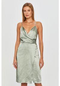 Oliwkowa sukienka Vila na co dzień, mini, na ramiączkach, casualowa