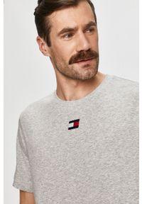 Szary t-shirt Tommy Sport na co dzień, sportowy