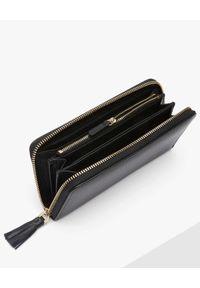 Coccinelle - COCCINELLE - Duży portfel ze skóry Tassel. Kolor: czarny. Materiał: skóra. Wzór: aplikacja