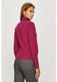 Różowy sweter Silvian Heach z golfem, klasyczny