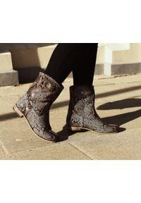 Zapato - wsuwane botki na niskim obcasie - skóra naturalna - model 270 - kolor wąż. Zapięcie: bez zapięcia. Materiał: skóra. Szerokość cholewki: normalna. Obcas: na obcasie. Styl: klasyczny, boho. Wysokość obcasa: niski