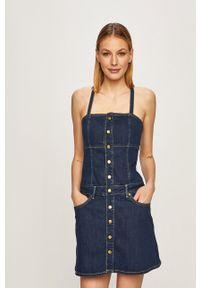 Pepe Jeans - Sukienka jeansowa Flame. Okazja: na co dzień. Kolor: niebieski. Materiał: tkanina. Długość rękawa: na ramiączkach. Wzór: gładki. Typ sukienki: proste. Styl: casual