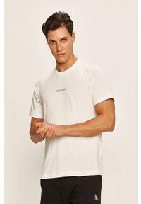 Biały t-shirt Calvin Klein na co dzień, casualowy