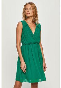 Zielona sukienka Vila plisowana, mini