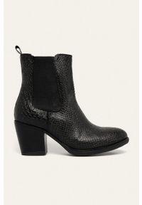 Answear Lab - Sztyblety. Nosek buta: okrągły. Kolor: czarny. Obcas: na obcasie. Styl: wakacyjny. Wysokość obcasa: średni