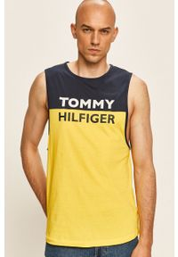 Żółty t-shirt TOMMY HILFIGER na co dzień, casualowy, z nadrukiem, bez rękawów