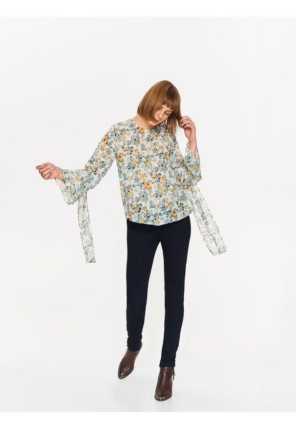 Kremowa bluzka TROLL na co dzień, na zimę