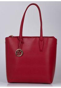 Czerwona torebka Monnari na lato, duża, w kolorowe wzory, lakierowana